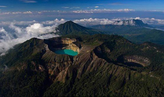 kelimutu-crater-lake
